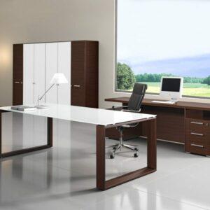 Schreibtisch mit Glasplatte