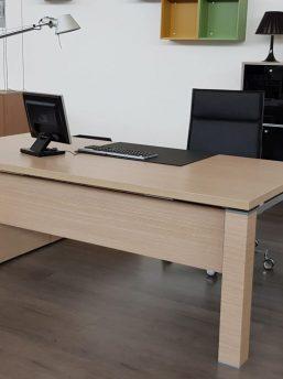 Managertisch-mit-Sideboard-Jet-Frontalfach