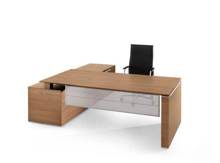 Schreibtisch-mit-Sideboard-und-Wangengestell-1