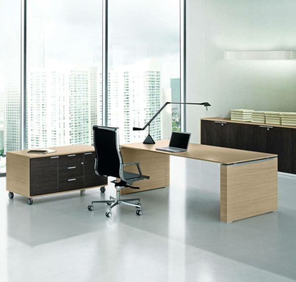 Schreibtisch-mit-Wangengestell-Serie-Jet