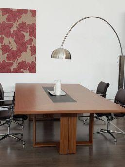 Besprechungstisch-Arche-Nussbaum-Furnier