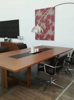 Besprechungstisch-Arche-Nussbaum-Furnier_Leder