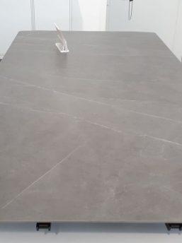 Oberflaeche-Keramik-Grau-matt