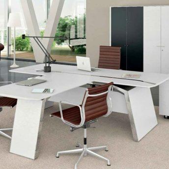 Schreibtisch Metar mit Besprechungsplatte