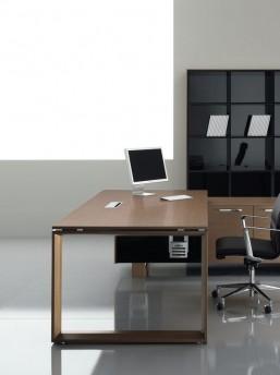 Schreibtisch mit Servicemöbel