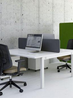 Doppelter Schreibtisch
