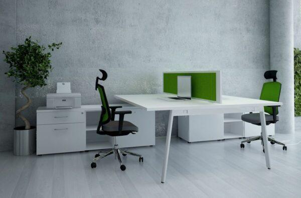 2 Personen Schreibtisch