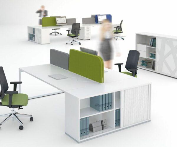 Schreibtisch mit Schrank