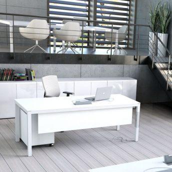 Schreibtisch mit Elektrifizierung Bari