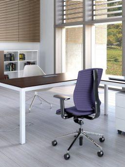 Schreibtisch mit Elektrifizierung