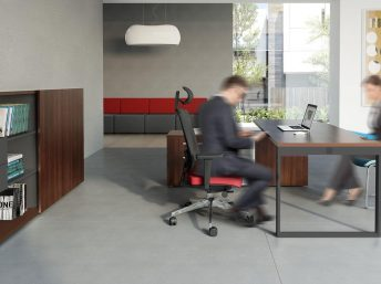 Managerschrank-mit-Schiebetueren-Schreibtisch_Yan_Z