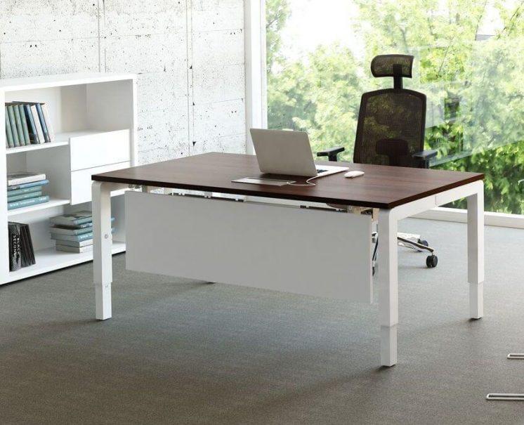 Schreibtisch-Yan-mit-Knieraumblende