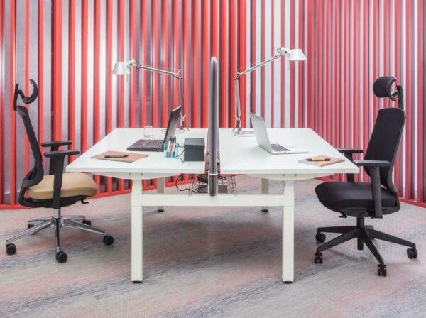 Bench-Schreibtisch-ogi_drive_mit Akustikpaneel