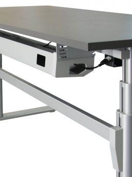 Steh-Sitztisch-Madrid-mit-Kabelwanne_2