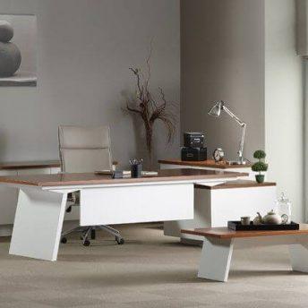 Chef-Schreibtisch-mit-Container-Maki