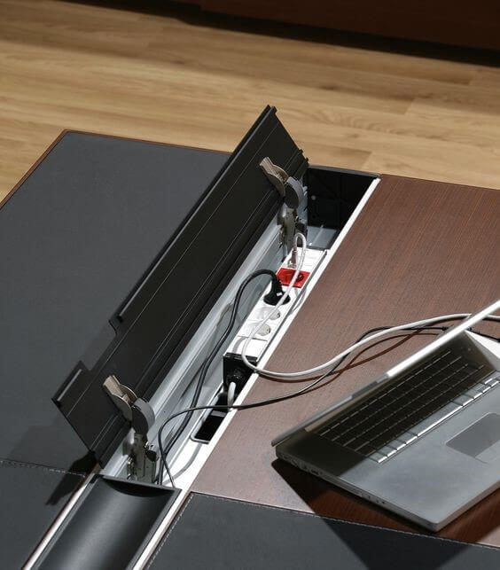 Elektrifizierung-Schreibtisch-Armada