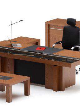 VIP-Schreibtisch-Armada