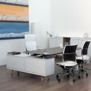Schreibtisch- Rail-mit-Glaskeramikplatte-Grau-und-Sideboard