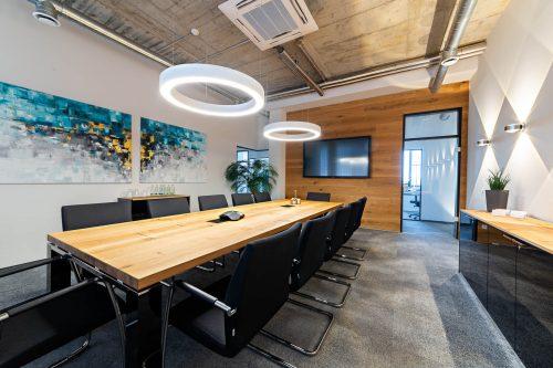 Konferenzraum - Besprechungstisch und Sideboard - Serie Jet Evo