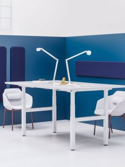 Konferenztisch-elektrisch-hoehenverstellbar-Weiss