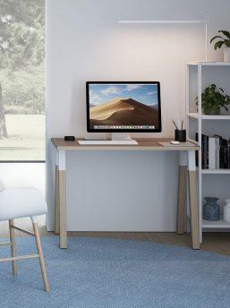 Schreibtisch-mit-Holzbeinen-Polare-Homeoffice